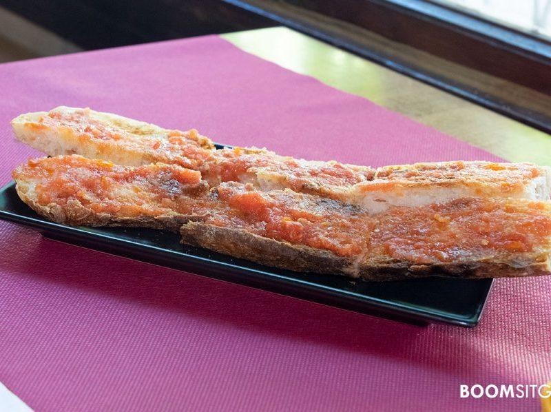 Pan de coca con tomate | Restaurante Cañateca Sitges
